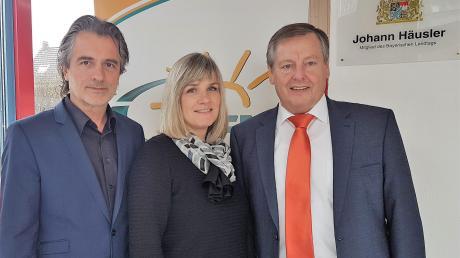 Landtagsabgeordneter Johann Häusler (rechts) arbeitet in seinem Wertinger Bürgerbüro künftig mit Annette Gerstl (Büroleiterin) und dem wissenschaftlichen Mitarbeiter Peter Grab zusammen.