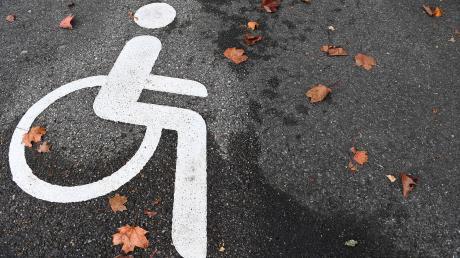 Bei Dirlewang ist ein Rollstuhlfahrer in die Mindel gestürzt.