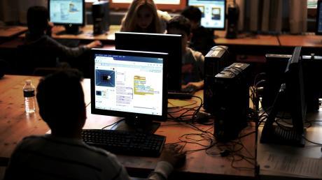 """Um auf das Event """"Sommer im Park"""" im Juni auf dem Roggdener Mühlenhof aufmerksam zu machen, soll nun eine Webseite erstellt werden. Allerdings nicht von """"Profis"""", sondern von Schülern. Das geschieht in Form eines Wettstreits, bei dem rund 30 Schüler teilnehmen."""