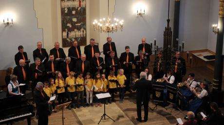 Der Gesangverein Binswangen unter Leitung von Anton Kapfer begrüßte bei seinem Konzert in der Synagoge den Frühling.