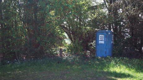 Am Zusamaltheimer Weiher steht seit vielen Jahren ein mobiles Toilettenhäuschen. Bislang hat die Kosten der Verein Donautal-Aktiv übernommen. Jetzt soll auf umweltfreundliche Komposttoiletten umgestellt werden, über die Kostenübernahme diskutierte der Gemeinderat in der jüngsten Sitzung.