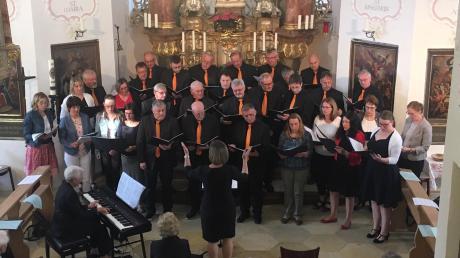 Männerchor und Frauensingkreis Binswangen musizierten gemeinsam in der Bruderschaftskapelle.