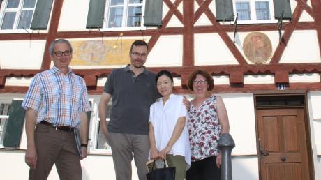 Kunststipendiatin Nana Heim-Kwon zu Gast im Hause Brandelik (von links): Cornelius Brandelik, Jörg Heim, Nana Heim-Kwon , Karin Brandelik.