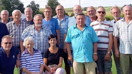 Es gibt viel zu erzählen, wenn sich das ehemalige Team des damaligen Wertinger Fernmeldebaubezirks jedes Jahr in Roggden trifft.