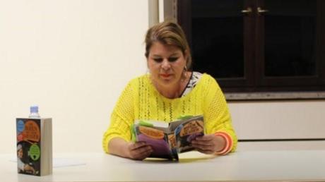 """Verena Lugert las im Rahmen der Kulturtage in Wertingen aus ihrem Buch """"Die Irren mit dem Messer""""."""
