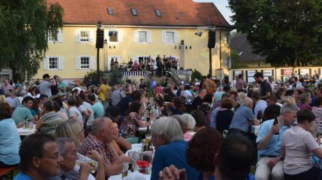 """""""Das Wetter war toll, das Programm klasse, der Zuspruch der Besucher riesig, die Stimmung traumhaft.""""Etwa 3000 Besucher feierten am 20. Juli beim """"Sommer im Park"""" auf dem Mühlenhof in Roggden."""