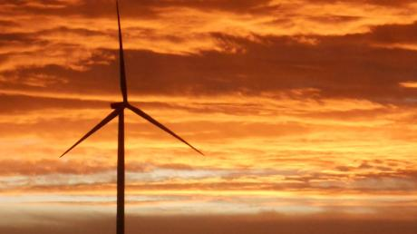 Die Sonne geht auf bei Wortelstetten. Für WZ-Leser Daniel Seiler, der diese Aufnahme gemacht hat, ein schönes Bild. Für Windkraftgegner wie Manfred Heise allerdings weniger.