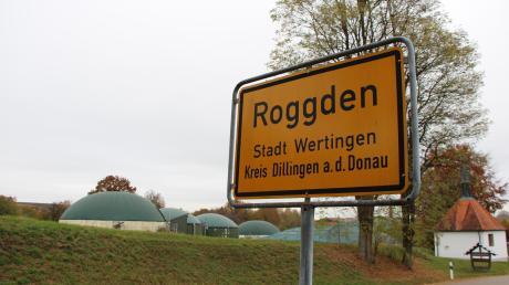 Seit Wochen tritt aus der Biogasanlage in Roggden übel riechender Geruch aus. Inzwischen sorgen sich die Anlieger auch um ihre Gesundheit. Die Dorfgemeinschaft fordert Hilfe und Antworten vom Landratsamt.
