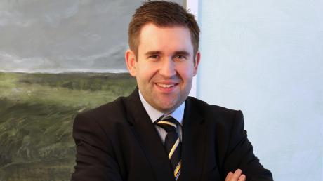 Das Notariat Wertingen ist unter neuer Leitung: Christoph Suttmann hat zum 1. November die Nachfolge von Brigitte Bauer angetreten, die nach Moosburg wechselte.