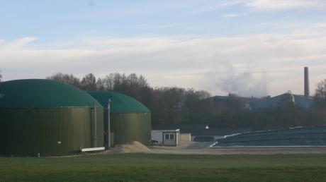 Diese Biogasanlage im Wertinger Stadtteil Roggden steht direkt neben der Staatsstraße 2027 und südlich vom Creaton-Werksgelände.