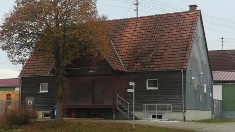 Herein kommt Wind, Regen und sogar Schnee: Das Dach des Lagerhauses Villenbach ist undicht.