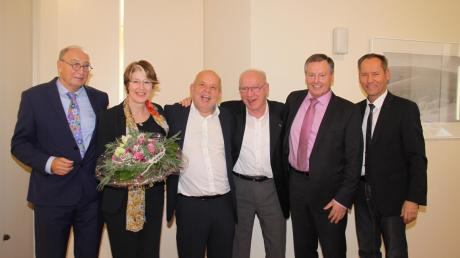 Sie feierten 100 Jahre SPD-Ortsverein Wertingen: (von links) Kreisvorsitzender Dietmar Bulling, SPD-Bundestagsabgeordnete Ulrike Bahr, Ortsvorsitzender Otto Horntrich, Altbürgermeister Dietrich Riesebeck, Landtagsabgeordneter Johann Häusler (Freie Wähler) und Bürgermeister Willy Lehmeier.