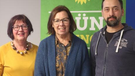Der neue Ortsverband der Grünen in Wertingen mit (von links) Karin Klingler (Schriftführerin), Hertha Stauch (Vorsitzende) und Stadtrat Peter Hurler (Vorsitzender).