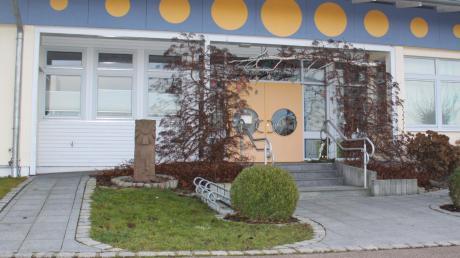 Der katholische Kindergarten Sankt Josef in Buttenwiesen stammt aus dem 1970er Jahren. Die veraltete räumliche Situation entspricht nicht den Erfordernissen der heutigen Pädagogik. Dies wurde dem Gemeinderat in einem Brief mitgeteilt.
