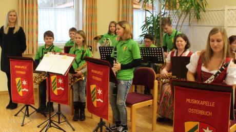 Weihnachtliche Weisen, aber auch Musical-Melodien erklangen beim Jahreskonzert des Musikvereins Osterbuch.