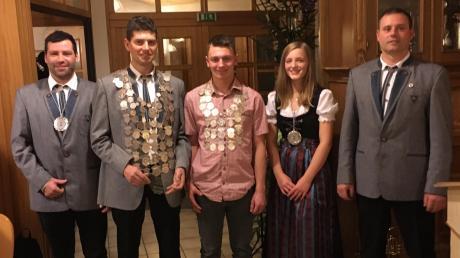 Martin Reutner wurde Königsritter, Schützenkönig bleibt Michael Schmid, Jungschützenkönig ist Martin Braun, Königsritter Jugend ist Christin Kraus. Vorsitzender Markus Egger gratulierte den Schützen zum Erfolg.