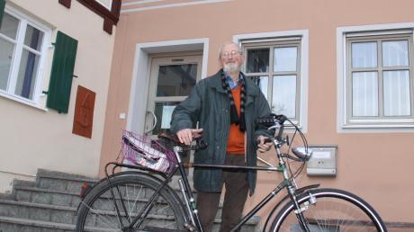 Alfred Sigg kann nicht ohne sein Fahrrad. Das Wertinger Original wird mit der Verfassungsmedaille des Bayerischen Landtags ausgezeichnet.