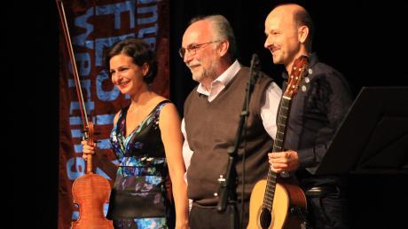 Schon beim Gitarrenfestival vor vier Jahren war der Argentinier Máximo Djego Pujol (Mitte) zu Gast in Wertingen. Damals gab es eine Uraufführung eines Werkes, das er für Doris Orsan (Violine) und Johannes Tonio Kreusch (Gitarre) geschrieben hatte. Dieses Jahr kommt Pujol wieder nach Wertingen.
