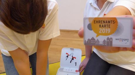 Mit diesem Bild macht die Stadt Wertingen auf ihrem Flyer auf ehrenamtliche Tätigkeiten aufmerksam.