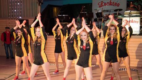 "Der erste ""Rosensamstagsball"" in Binswangen kam gut an. Highlight des Abends war der Auftritt der Showtanzgruppe."