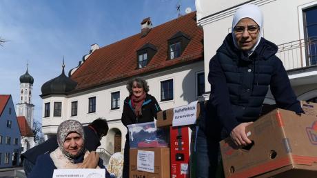 Das Foto zeigt von links: Amina Issa, Maria Hagl, Maryam Ali