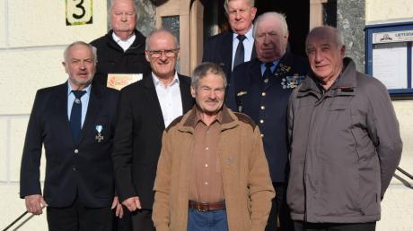 Der KSV Buttenwiesen (von links): Karl Gillich, Fritz Hüttinger, Bürgermeister Hans Kaltner, Leo Riemer, Egon Eisele, Kreisvorsitzender Anton Schön und Helmut Knöferl.