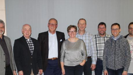 Der neu gewählte und damit im Amt bestätigte Vorstand des Fördervereins Schillinghaus: (von links) Hubert Kapfer, Zweiter Bürgermeister Walter Stallauer, Alexander Gumpp, Susanne Wagner, Jürgen Käsmayr, Stephan Reißner, Thomas Wippel und Günther Kraus.