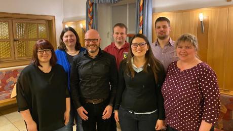 Der neue Vorstand der Zusamtaler Musikanten: (von links) Ariane Arnold, Karin Wild, Martin Streitberger, Gerhard Hefele, Sarah Gerblinger, Sebastian Huber (neuer Vorsitzender), Simone Wöger.