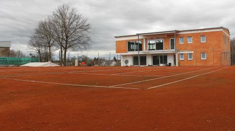 Die drei Tennisplätze und den Grund auf dem das neue Vereinsheim steht, wollte der TSV Buttenwiesen von der Gemeinde abkaufen. Das lehnte der Gemeinderat jetzt ab, weil er keine Ausnahme machen wollte.