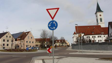 Im Rathaus in Zusamaltheim werden künftig Vertreter von drei Gruppierungen beziehungsweise Parteien miteinander diskutieren.