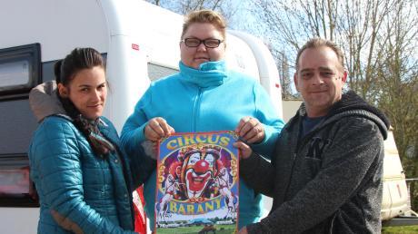 Normalerweise bringen Georgia Frank (links), Christine Heilig und Charly Blum mit ihren bunten, gewagten Zirkusnummern Freude und Spaß in den Alltag vieler Menschen. Doch die ohnehin schon schwere Situation der Zirkusse wird durch die Krise und das Auftrittsverbot noch schlimmer. Sie hoffen jetzt auf Unterstützung.