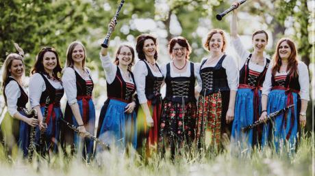 """Die neue CD des Lauterbacher Dreigesangs und der Klarischnättra aus Binswangen liegt vor. Sie hat den Titel """"Lauter Schnättra""""."""