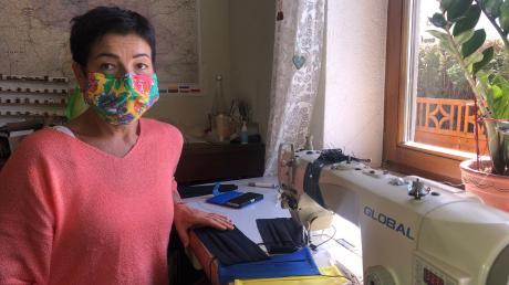 Schneiderin Silvia Rathgeb nähte für Familie und Freunde. Es gibt derzeit unterschiedliche Masken, die jedoch groß genug sein sollen, damit sie Mund, Nase und Wangen vollständig bedecken. Zugleich sollten sie möglichst eng anliegen.