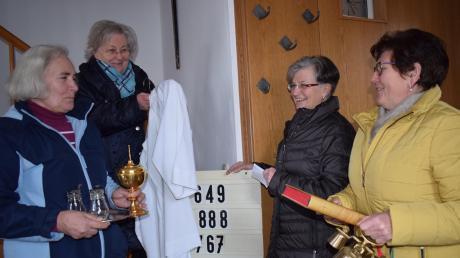 Noch vor den Ausgangsbeschränkungen entstand dieses Bild des Unterhürheimer Mesnerinnen-Teams: von links Mechthilde Baur (64), Simperta Putz (70), Gerda Knapp (68) und Brigitte Bucher (67). Auch während der Corona-Zeiten schmücken sie regelmäßig die Unterthürheimer Kirche und sperren sie täglich auf und ab.