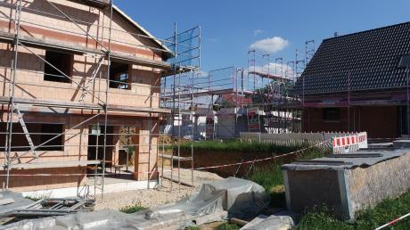 """Durch die gegenwärtig rege Bautätigkeit (Foto) füllt sich nun das Baugebiet """"West"""" in Villenbach, 50 Jahre nach dessen Ausweisung."""