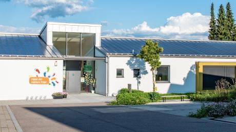 Der Kindergarten in Villenbach ist für die neue Krippe zu klein. Deshalb wird eine eigene Kinderkrippe geplant, die auf einem Grundstück neben dem bestehenden Gebäude errichtet werden soll.