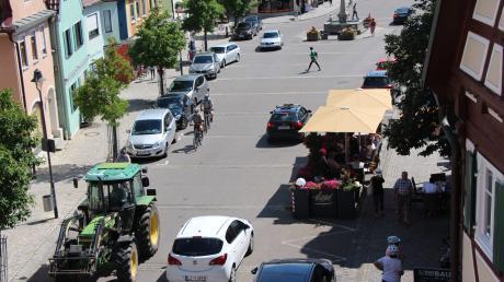 Soll der Wertinger Marktplatz künftig an Wochenenden frei von Autos bleiben? Mit dieser Frage setzt sich jetzt ein Arbeitskreis auseinander.
