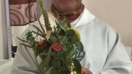 Pater Tomasz Wesolowski segnete die Kräuterbüschel an Mariä Himmelfahrt in der Laugnaer Kirche.