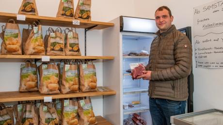 Josef Deisenhofer betreibt seit Anfang Juni den SB-Hofladen auf seinem Anwesen in Zusamaltheims Dorfmitte.