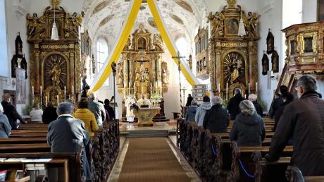 Nach der aufwendigen und langen Innenrenovierung der Laugnaer Kirche wurde am Christkönigssonntag das Gotteshaus nun gesegnet.