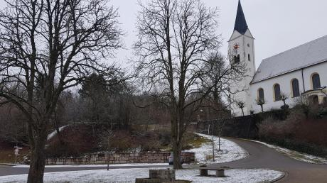 Gestartet wird an der Binswanger St.-Nikolaus-Kirche. Dort gibt es einen schönen Ausblick aufs Dorf.