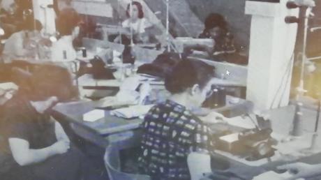 In der Näherei der Firma Alcron – Arbeitsplätze, die bei Frauen beliebt waren.