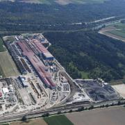 Die Lech-Stahlwerke wollen erweitern. Dafür soll ein Teil des Lohwaldes gerodet werden. Am Sonntag gibt es eine Protestaktion dagegen.