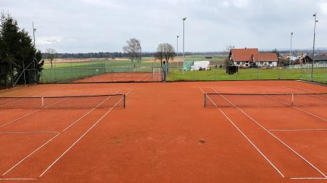 Der Tennisplatz bekommt eine neue Beregnungsanlage. Außerdem wird das Flutlicht am Binswanger Sportplatz auf LED umgestellt und die Beleuchtung auf den Hauptplatz erweitert.