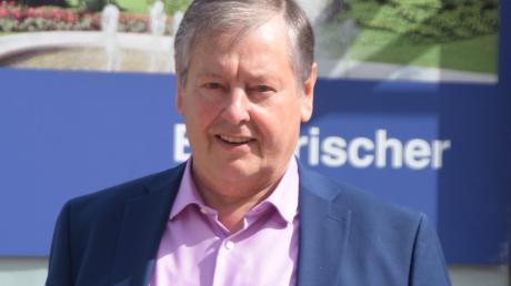 Dieses Bild zeigt den FW-Abgeordneten nicht vor dem Landtag in München, sondern vor seinem Büro in der Laugnastraße in Wertingen. Der 69-Jährige spricht in einem Interview über seine Themenschwerpunkte und das Glück, das er jüngst bei einem Treppensturz hatte.