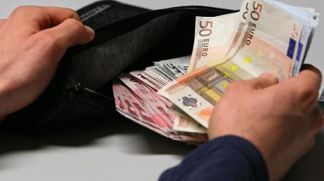 Die Schulden der Kommune könnten in Mering bald zu einer großen Last werden.