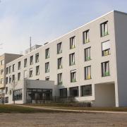 """Die Bürgerinitiative """"Für unser Krankenhaus – Gegen den Tower"""" hat sich erfolgreich gegen den geplanten Ärztehaus-Turm des Laugnaer Unternehmers und Kreisrats Ulrich Reitenberger gestellt. Unterstützt wurde sie von der CSU."""