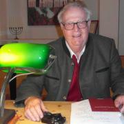 Gerhard Burkard bei seiner Lesung in der Synagoge in Binswangen.