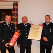 Joachim Neumeier (Zweiter von links) wurde zum Ehrenmitglied der Feuerwehr Rieblingen ernannt. Ihm gratulierten (von links) Christian Thoma, Thomas Döhnel und Uwe Neidlinger.