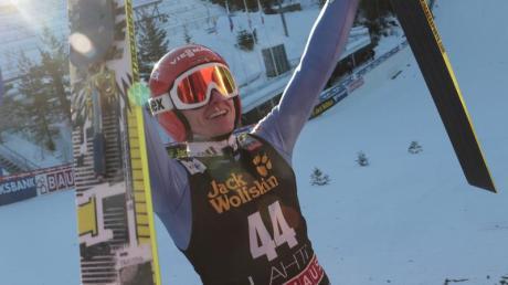 Richard Freitag hat sich beim Springen von der Großschanze in Lahti den Sieg geholt. Foto: Pekka Sipola